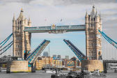 De tower bridge in londen. — Stockfoto