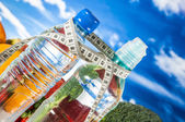 Sportsaal thema mit fruts, gemüse, hellen blauen hintergrund — Stockfoto