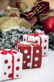 Helle weihnachtsschmuck mit christmas stuff — Stockfoto