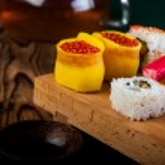 Tasty, fresh and healthy sushi set — Stock Photo #40394609