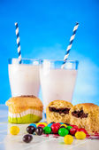 Home baked and tasty sweets on the blue background — Foto Stock
