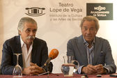 (LR) theater director, producer and actor Arturo Fernandez and theater director Victor Rodriguez Lope de Vega Yague. — Stock Photo