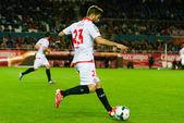 El jugador del Sevilla FC, Coke  en el encuentro entre el Sevill — Stock Photo