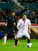 El jugador del Sevilla FC, Carrico (d) y de la Real Sociedad Car — Stockfoto