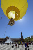 A hot air balloon on the centenary of Maria Luisa Park in Sevill — Stock Photo