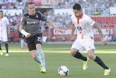 Espanyol's Abraham (L) and Sevill'as Vitolo (R) — Stock Photo