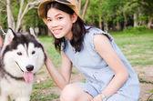 Portrait women outdoor with siberian husky — Stok fotoğraf