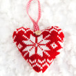 Knitted heart on the snow — 图库照片