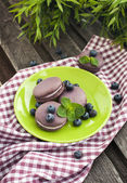 Violet french macarons with blueberry and mint — Stock Photo