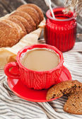 Cup of coffee and homemade cookies — Stock Photo