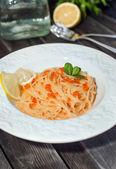 Spaghetti with red caviar — Stock Photo