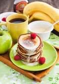 Breakfast with apple pancakes — Stock Photo