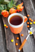 Cup of tea and colorful candies — 图库照片