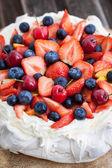 Pavlova cake with fresh berries — Stock Photo