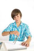 Menino de escola com círculo, concentrado, isolado no branco — Foto Stock