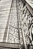 Stylu vintage szczegółowo stary most z urządzone poręczy — Zdjęcie stockowe