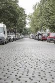 Cobblestone road with cars in berlin kreuzberg — Stock Photo