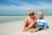 Two Young Children Sitting on Beautiful Beach — Stock Photo