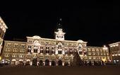 """Night view of empty """"Piazza Unità"""" — Stock Photo"""
