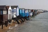 Strandhütten, thorpe bucht, essex, england — Stockfoto
