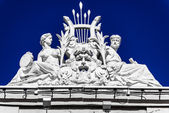 Sculpture on roof of circus of Saint Petersburg, Russia — Stock Photo
