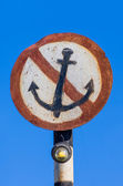 Rusty sign no mooring — Stock Photo