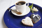 Two wedding cookies with a cup of coffee on the blue plate — Stock Photo