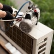Air conditioning master preparing to install new air conditioner — Stock Photo #24967113