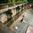 BALI - JANUARY 3 :  take a bath in termal Banjar Tega hot — Stock Photo