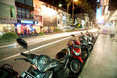 BALI - DECEMBER 27: Nighttime, mopeds stays in the parking at th — Stock Photo
