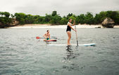 LEMBONGAN - JANUARY 5 : row on the surfboards on JANUARY — Stock Photo