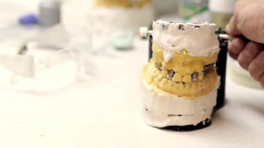 Dental technician workplace. Cast of a jaw. — Stock Video