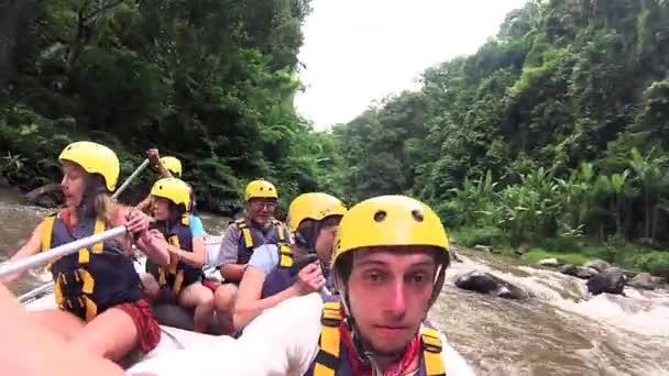 Los turistas pidos — Vídeo de stock