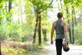 Alongamento-homem-esportes e fitness — Fotografia Stock