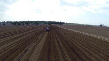 полевые работы — Стоковое видео