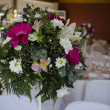 Wedding table decoration with flowers — Stock Photo