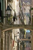 Malý most v barri gotic, barcelona — Stock fotografie