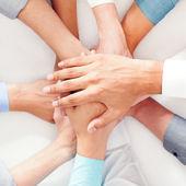 Mãos juntas — Foto Stock