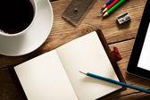 Zajęty biurko — Zdjęcie stockowe