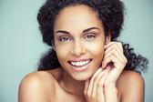 Sorridente mulher africana — Foto Stock