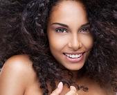 Mooie afrikaanse vrouw — Stockfoto