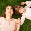 Mother and Daughter Lying on Grass — Foto de Stock
