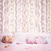 Baby flicka sover — Stockfoto