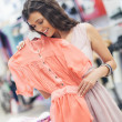 Woman Choosing a Shirt at a Boutique — Stockfoto