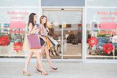 Two Smiling Women Window Shopping — Stock Photo