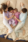 Happy Family in Bed — Stockfoto