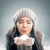 Woman Blowing Snow — Stockfoto