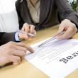 Business people sign a contract — Stock Photo