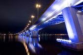 Beton köprü harika geceleri alev aldı — Stok fotoğraf