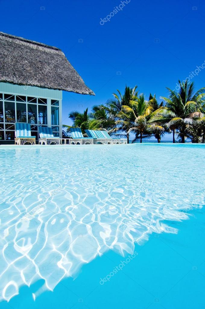 Twitter facebook pinterest google plus for Swimming pool mauritius
